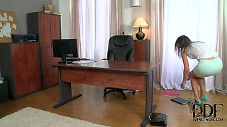 Sex-starved boss gives her new office assistant a hot blowjob