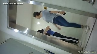 chinese girls go to toilet.122