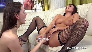 Vanessa Decker Hot Lesbian Peeing Fetish