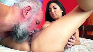 Frida Sante pleasures bearded daddy in her bedroom