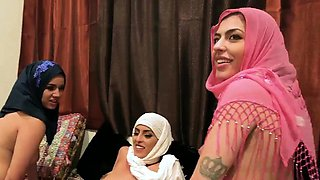 3d girl partners Hot arab damsels attempt foursome