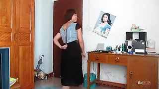 chinese old mother dancing