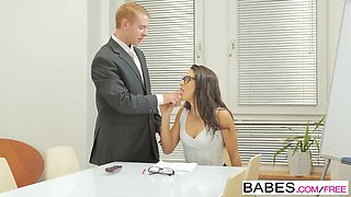 Office babe fuck with boss in his cabinet
