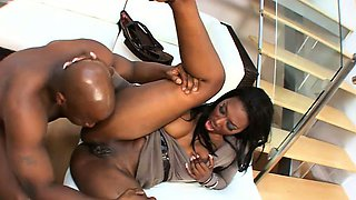 This hot cougar loves a cunnilingus session