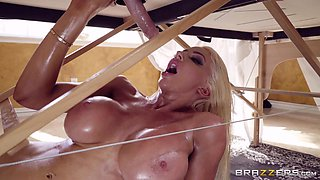 blonde hottie jacks off the masseur