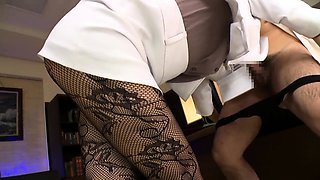 Elegant Japanese babe in pantyhose seduces in the office