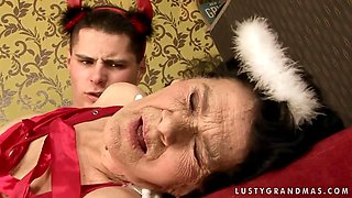 Old granny Laura remembers how it was fun to fuck in the old times