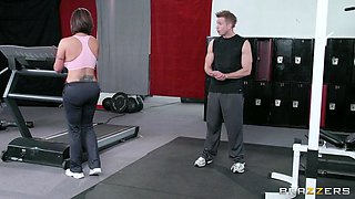 eva notty distracting her coach with her thick curves