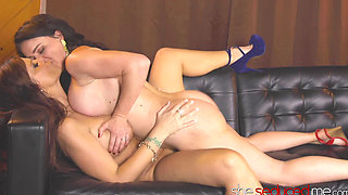 SHESEDUCEDME Mature Lady Syren De Mer Eating Juicy Pussy
