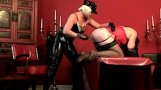Hot domina fists her sissy thrall