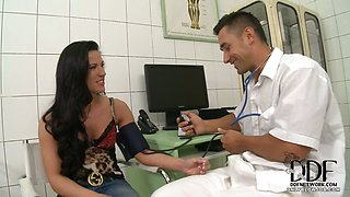 Patient Gives Doctor A Blowjob