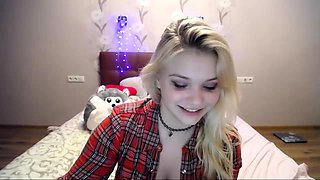 teen vanessaa23 flashing boobs on live webcam