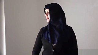 Rich muslim lady Nikky Dream wants to buy apartments in Prague
