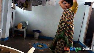 Aunty change saree