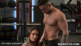 Fit chick devouring a gym dick