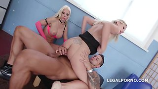 Natalia Cherie and Barbie Sins are having a foursome and getting doublefucked the way they like