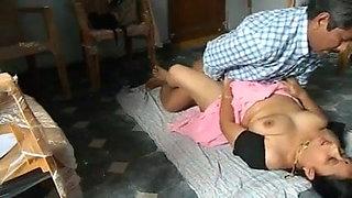 Desi bhabi has fun