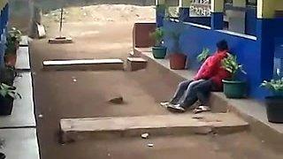 indonesia-ngintip jilbab pink ciuman
