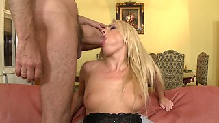 A blonde is pleasing two guys at the same time in a threesome