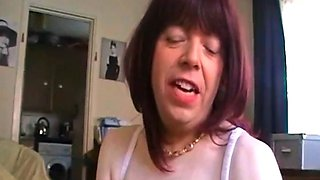 Sext british crossdressed gives blowjob and gets wanked off