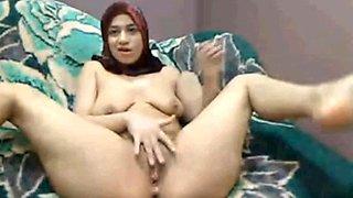 Hijab arabe fille joue cums lactate sur cam